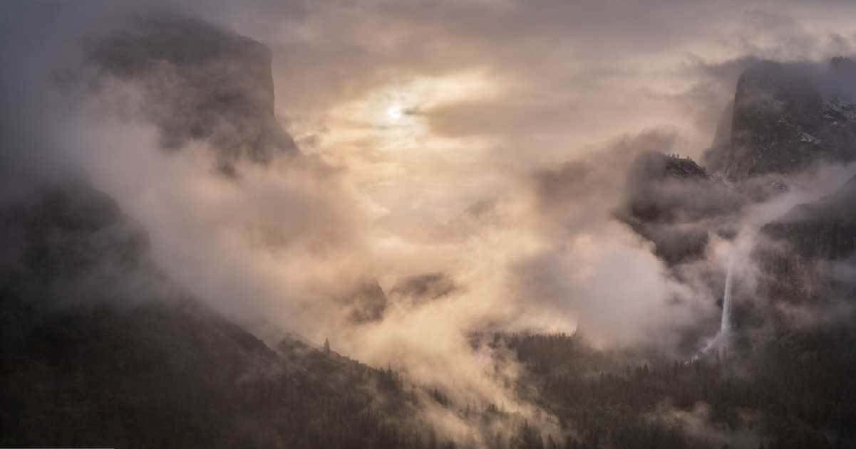 Mastering Light and Color: The Process of Creating Landscape Photographs with Emotional Impact
